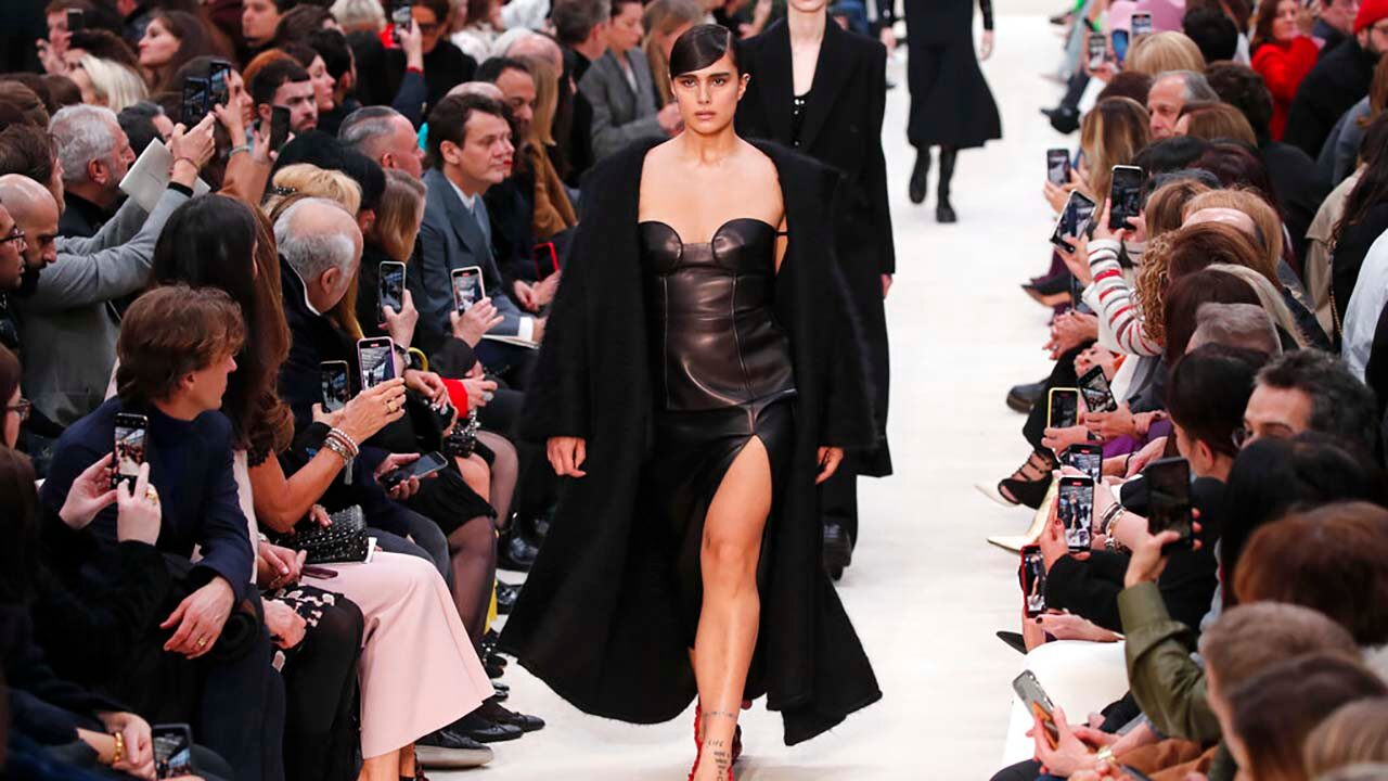 paris-fashion-week-going-completely-digital-following-decision-from-regulatory-committee.jpg