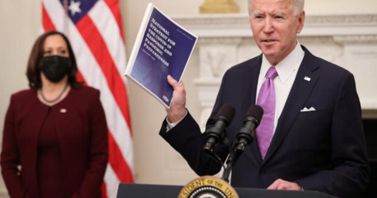 biden-signing-executive-orders-on-economic-relief-amid-pandemic.jpg