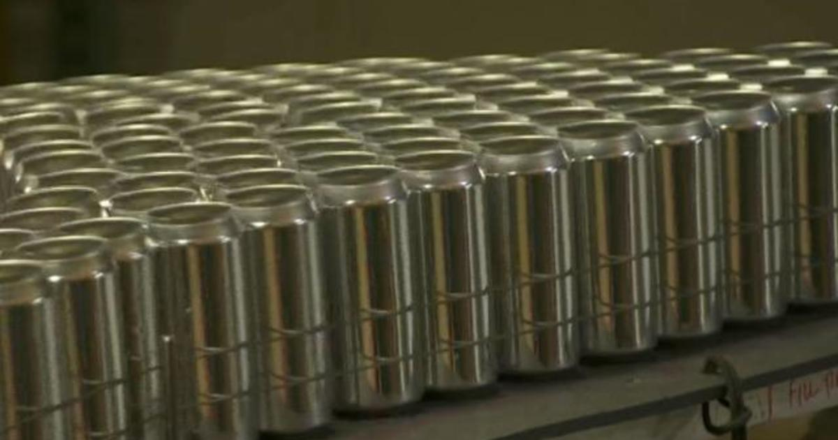 us-beverage-manufacturers-face-aluminum-can-shortage-amid-pandemic.jpg