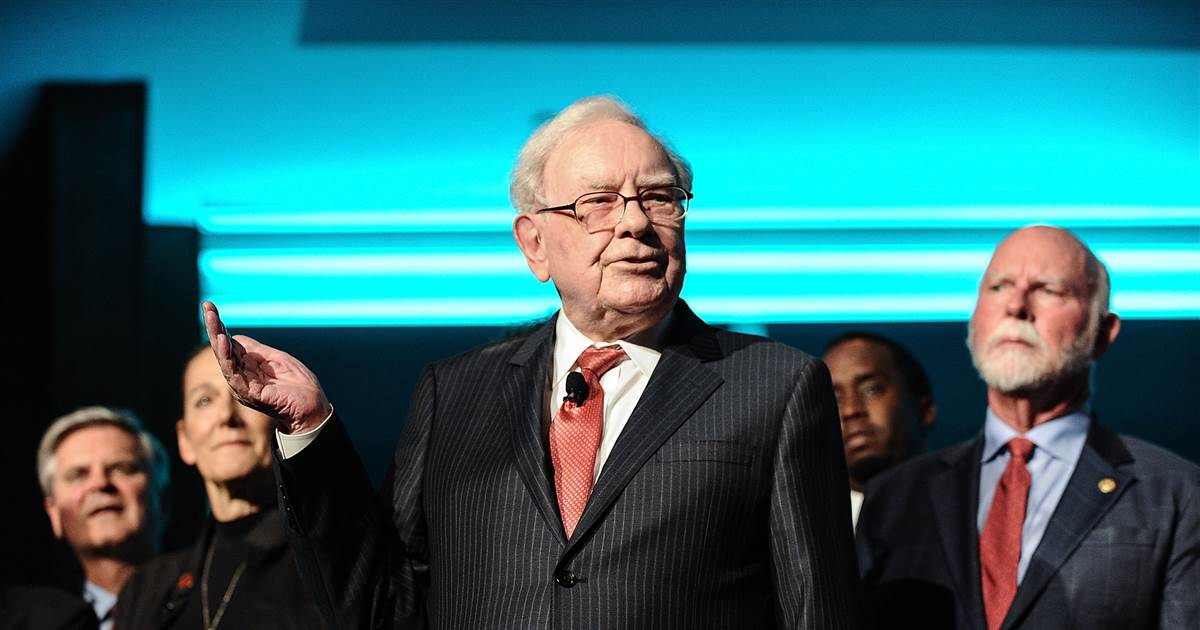 buffett-is-buying-back-more-berkshire-stock-this-year-after-record-25-billion-repurchase-in-2020.jpg