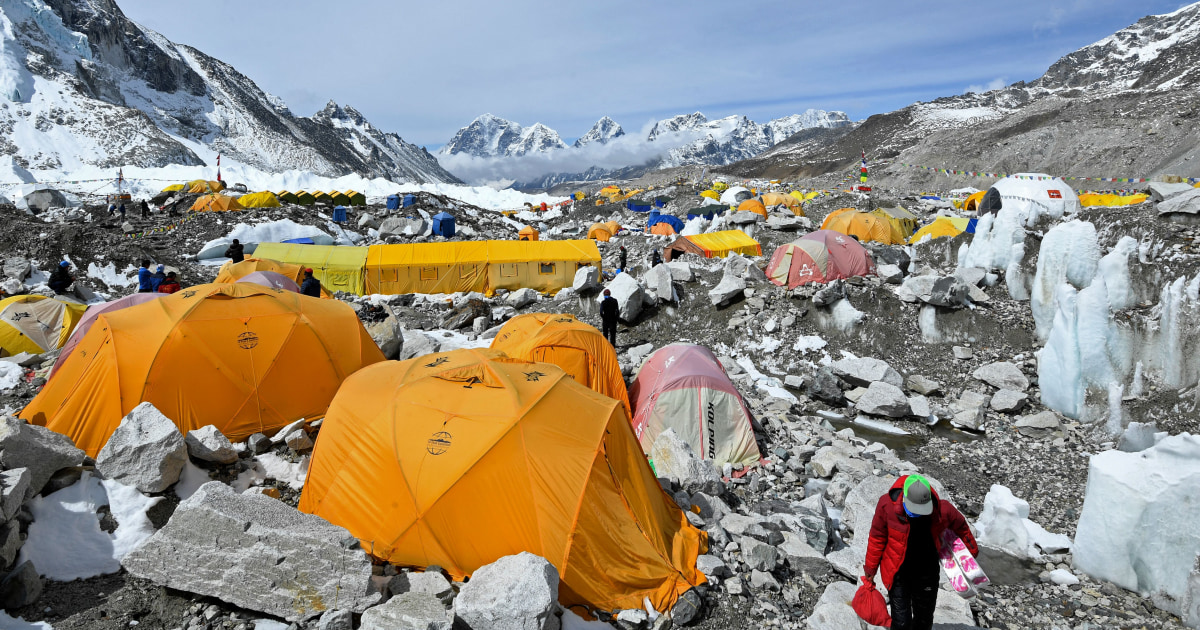 climbing-guide-says-coronavirus-outbreak-on-mount-everest-has-infected-at-least-100.jpg