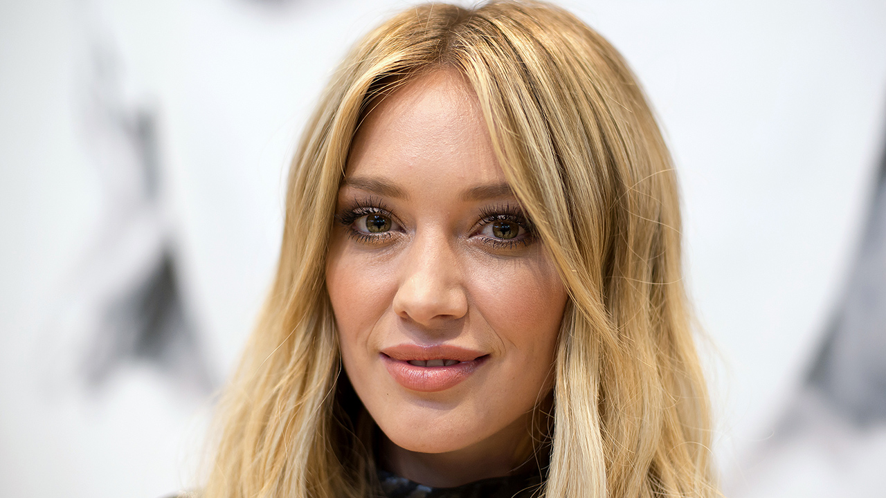 hilary-duff-reveals-covid-19-diagnosis-despite-being-vaccinated.jpg