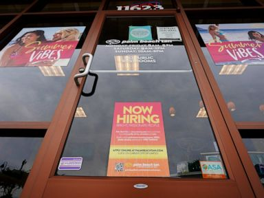 us-jobless-claims-rise-by-4000-to-353000.jpg